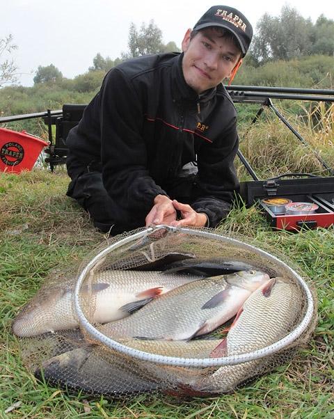 прикормка для рыбы на реке